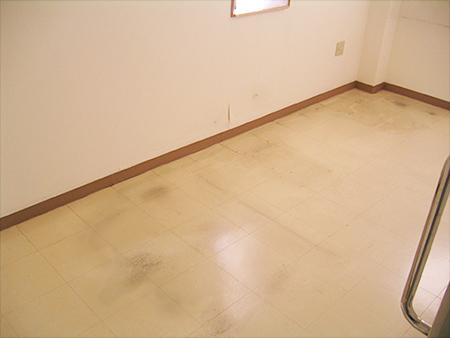 床の黒ずみ2